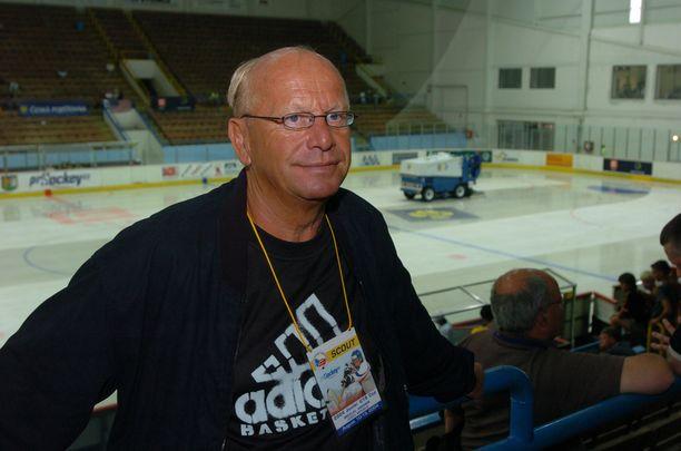 Matti Väisänen toimi 31 vuotta eri NHL-seurojen kykyjenetsijänä.