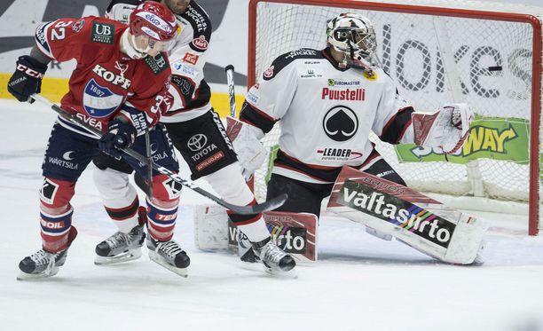 Lennart Petrellin illan toinen osuma oli samalla HIFK:n liigakauden ensimmäinen ylivoimamaali kotikentällä. Ässien maalivahti Andreas Bernard ei ehtinyt torjua Petrellin taidokasta ohjausta.