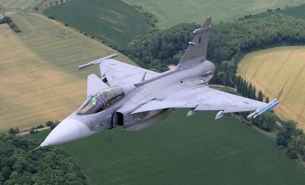 Ruotsi osallistuu Suomen ilmavoimien sotaharjoitukseen kuvan kaltaisilla Gripen-hävittäjillä.