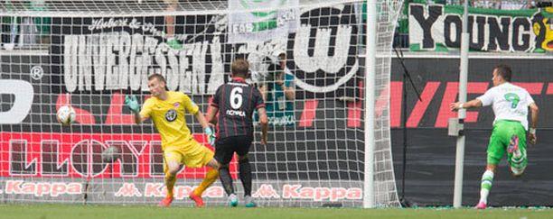 Lukas Hradeckyn selän taakse tehtiin kaksi maalia avausjaksolla.