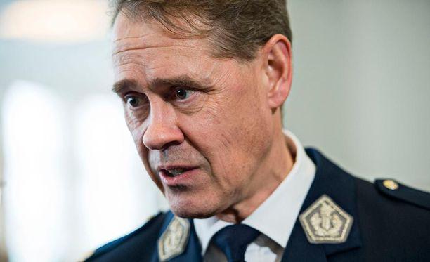 Poliisiylijohtaja Seppo Kolehmainen ehdottaa vapaaehtoisia varautumispoliiseja, uutisoi Lännen Media.