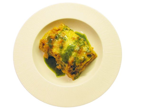 Lasagne avokado-basilikaöljyn kera.