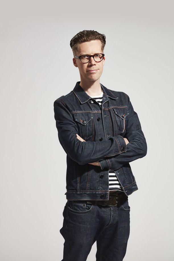 Mikko Aaltonen on aiemmin kirjoittanut huippumenestyneen Cheek-elämäkerran JHT–Musta lammas.