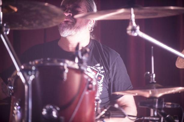 Meshuggah on ruotsalainen extreme metal -yhtye. Rummuissa Tomas Haake.