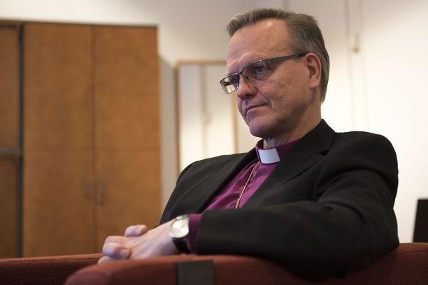 """""""Kristityksi kääntyminen ei lähtökohtaisesti koskaan ole kirkossa huolenaihe"""", arkkipiispa Tapio Luoma sanoo."""