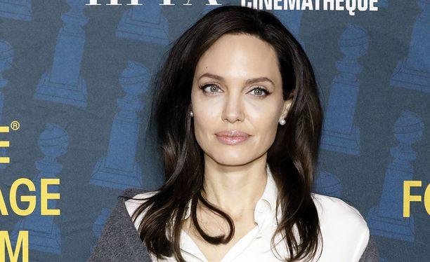 Angelina Jolie erosi miehestään Brad Pittistä yli vuosi sitten.