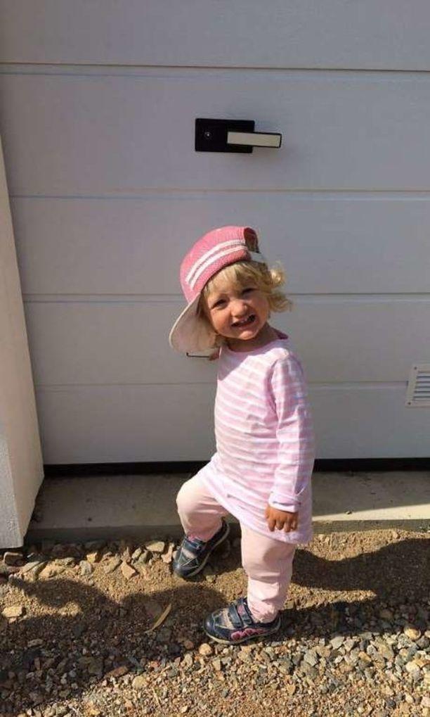 Eevi on nyt jo kaksivuotias reipas tyttö.
