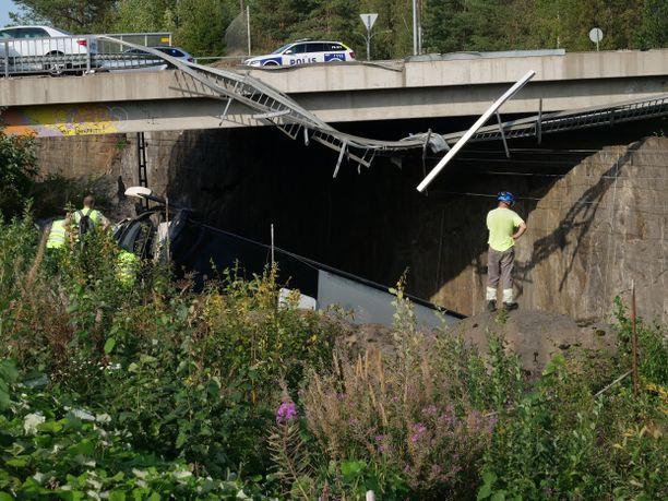 Bussi syöksyi alas sillalta Kuopiossa 2018.