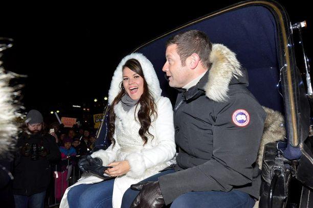Saara saapui juhliin hevoskyydillä yhdessä X Factorin juontajan Dermot O'Learyn kanssa.