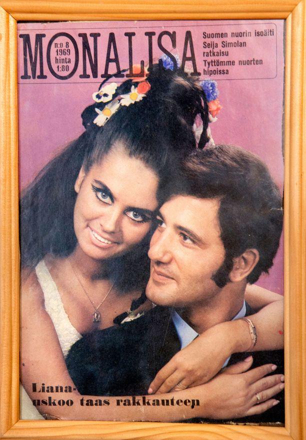 Liana Kaarina Elias-miehensä kanssa Monalisa-lehden kannessa. -Meillä on kaksi lasta, erosta huolimatta olemme edelleen tekemisissä.