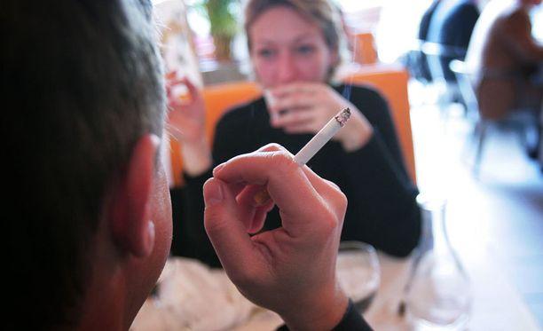 Tupakointi tunnetaan katkokävelyn riskitekijänä. Nyt riski on todettu myös tupakoinnille passiivisesti altistuneilla.