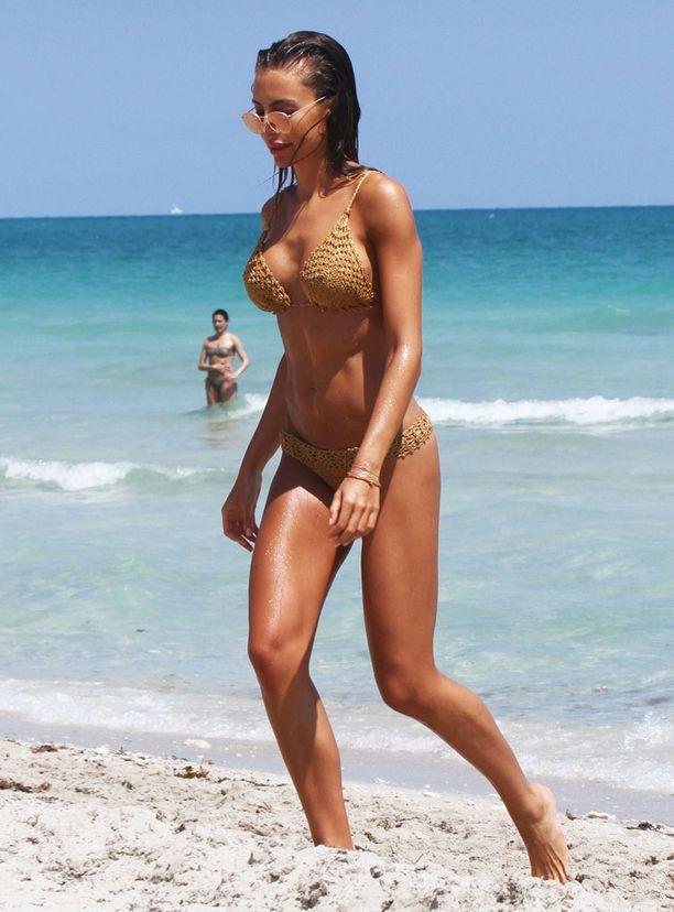 Boheemi hippimuoti näkyy myös rannalla.
