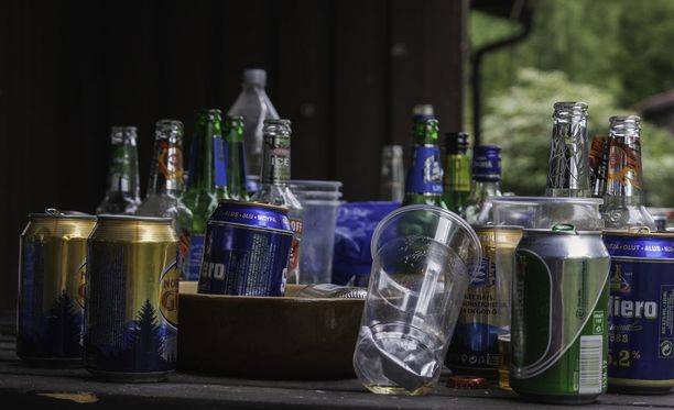 Mies toi reilun kahden vuoden aikana valtavan määrän alkoholia Virosta myyntiin ja omaan käyttöön. Kuvituskuva.