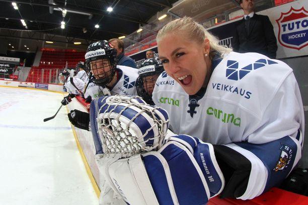 Meeri Räisänen sai sopimuksen NWHL-liigaan.