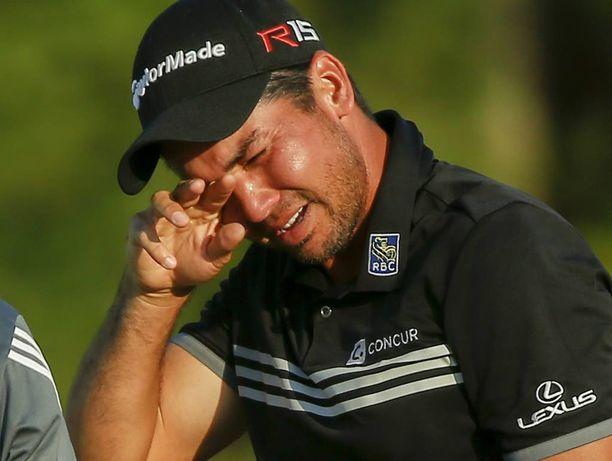 Jason Day kyynelehti vuolaasti huikean PGA-mestaruutensa jälkimainingeissa.
