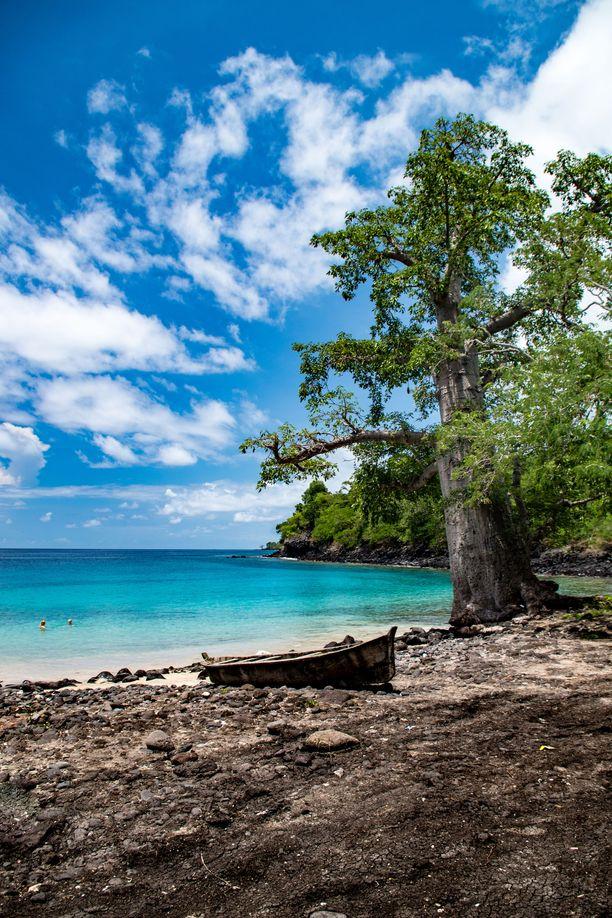 Turkoosinsininen laguuni Sao Tomen saarella.