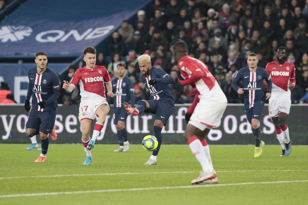 PSG johti sarjaa 12 pisteen erolla Marseilleen ennen kauden keskeyttämistä.