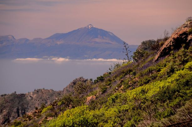 Tulivuori Teide hallitsee koko maisemaa.