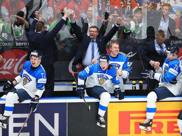 Nyt saa tuulettaa! Jukka Jalonen johdatti Leijonat maailmanmestariksi.