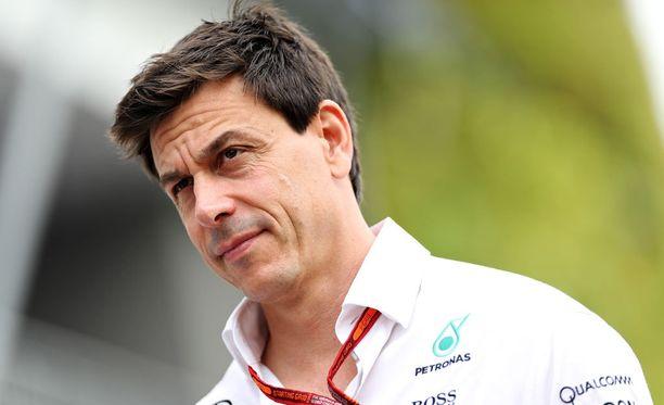 Toto Wolff kertoo F1-autojen olevan ensi kaudella useita sekunteja nopeampia yhdellä kierroksella kuin nykyisten autojen.