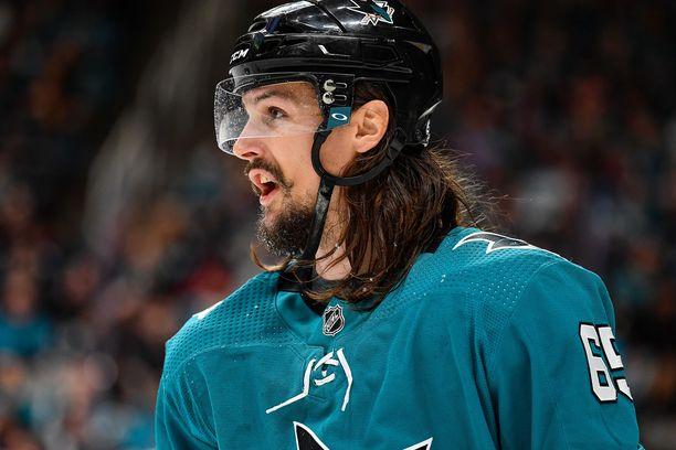 Erik Karlsson ei jostain syystä pelannut Sharksin sarja-avauksessa.