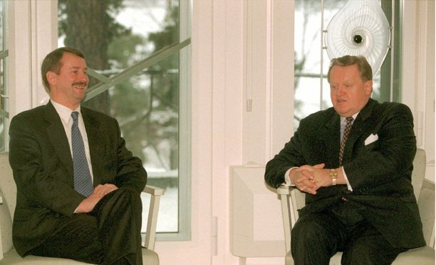 Viron ulkoministeri Siim Kallas oli tasavallan presidentti Martti Ahtisaaren vieraana presidentin virka-asunnolla Mäntyniemessä joulukuussa 1995.