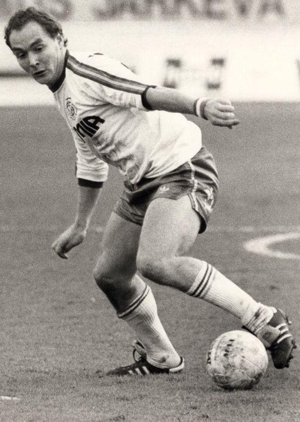 Ismail nousi kotimaassa legendaksi niin maajoukkueen kuin HJK:nkin paidassa.