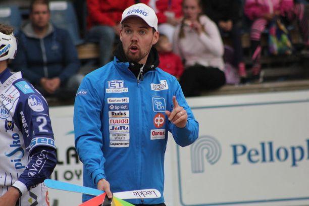 Sami-Petteri Kivimäen mielestä Superpesiksessä on liikaa joukkueita.