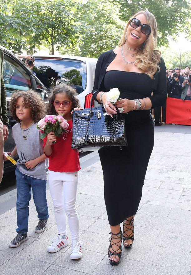 Laulaja Mariah Careyllä on 6-vuotiaat kaksoset.