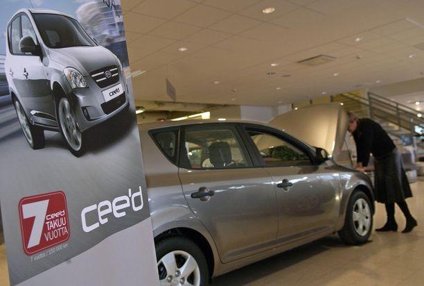 Kia oli ensimmäinen. Se lanseerasi Euroopan laajuisen 7 vuoden takuunsa ensin Ceed-mallilleen vuonna 2006.