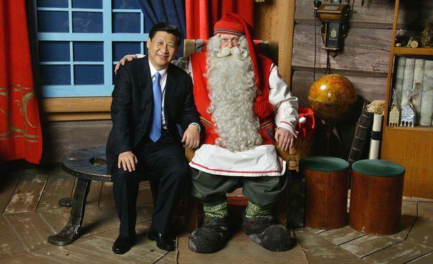 Kaksi suurmiestä kohtasi vuonna 2010, kun tuolloinen Kiinan varapresidentti, nykyinen presidentti Xi Jinping vieraili Napapiirillä Joulupukin Kammarissa.