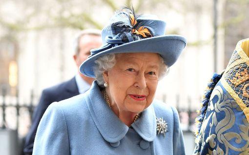 Kuningatar Elisabetin terveys huolettaa – läheinen työntekijä sairastui koronaan