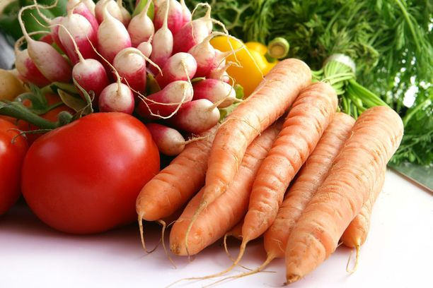 Terveyden kannalta on suositeltavaa syödä paljon kaikkea kasvisperäistä ja jollain tavalla rajoittaa kaikkea eläinperäistä.