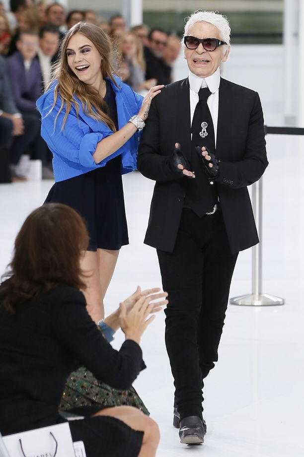 Karl Lagerfeld ja Cara Delevingne vuonna 2016.