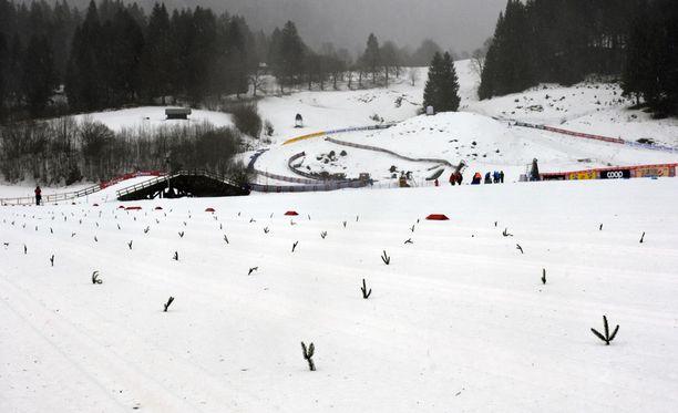 Oberstdorfissa oli keskiviikkona hiljaista, kun sprinttikilpailut jouduttiin perumaan vaikeiden sääolosuhteiden takia.