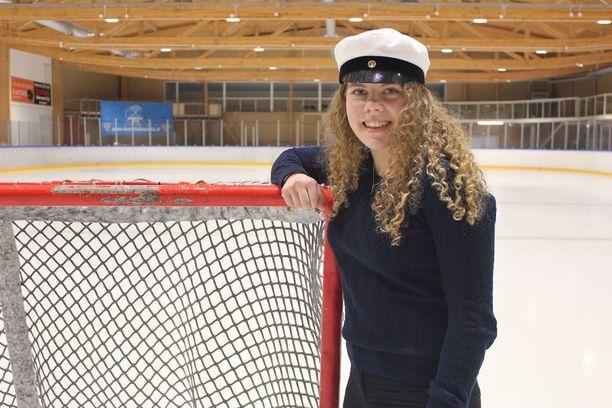 Kuortaneen jäähalli on Sara Säkkiselle tuttu paikka.