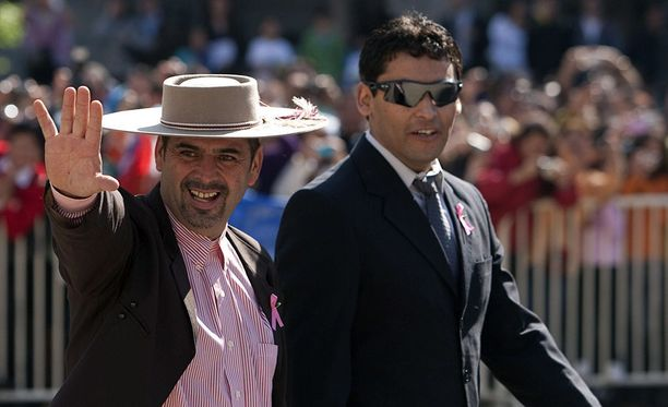 Mario Sepulveda (vas) oli yksi Chilen vuonna 2010 sattuneesta kaivosturmasta selvinneistä.