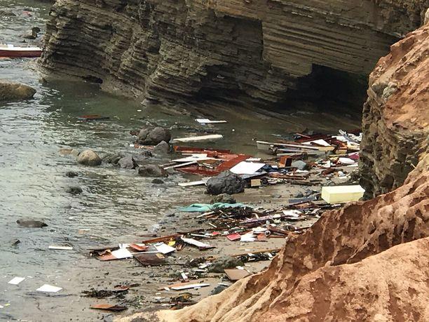 Tuhoisa veneonnettomuus San Diegon edustalla vaati kolmen ihmisen hengen.