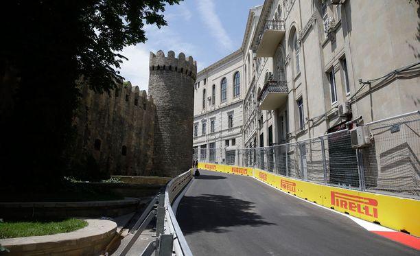 Bakun katurata on jopa vaarallisen kapea.
