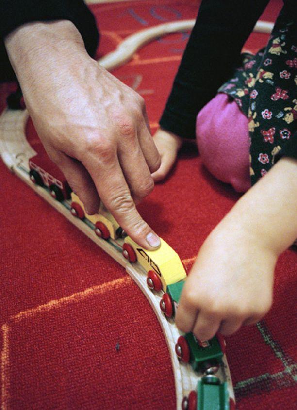 Suuri osa huostaanotetuista lapsista elää sijoitusperheessä täysi-ikäiseksi asti.