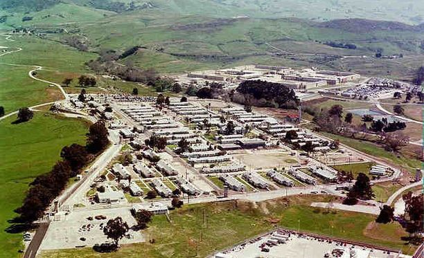 California Men's Colony on valtava, 4000 vangin rangaistuslaitos. Vankila on otettu käyttöön 1950-luvulla.