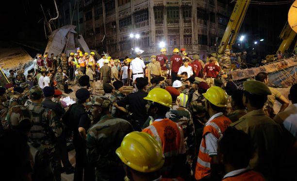 Onnettomuus tapahtui tiheästi asutulla alueella Kalkutassa, Intiassa.
