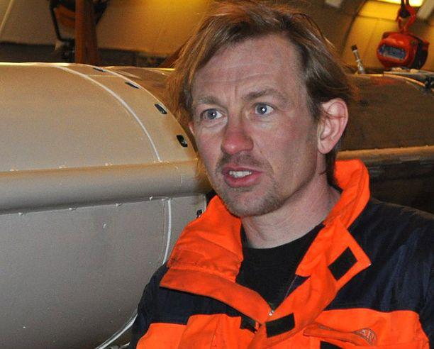 Peter Madsen kuvattuna suunnittelemansa raketin vierellä.