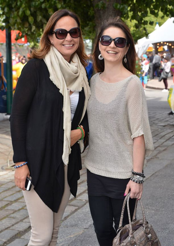 Nina Sevelius ja Maria Jungner juhlistivat Porissa Ninan syntymäpäiviä.