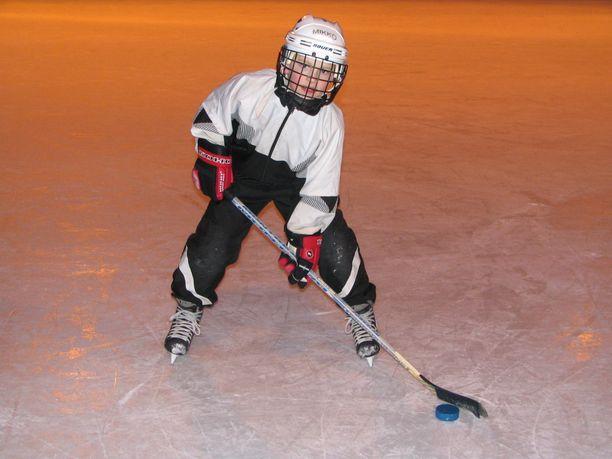 Mikko Rantanen vietti jo pikkupoikana paljon aikaa jäällä. Tässä hän on kahdeksanvuotias.