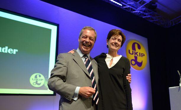 Diane James astuu Britannian itsenäisyyspuolueen johtoon Nigel Faragen tilalle.