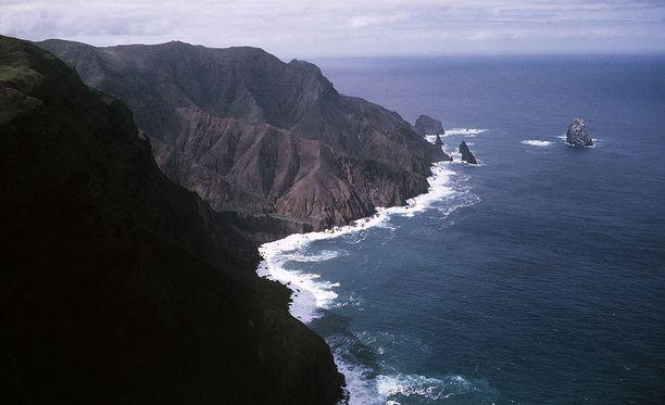 Saint Helenan komeita kalliorantoja.