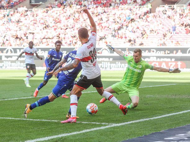 Lukas Hradecky oli jälleen mies paikallaan Leverkusenin tolppien välissä.