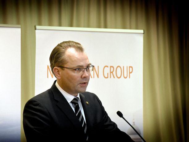 """Puolustusministeri Jussi Niinistön (sin) mukaan Suomesta ei ole myyty Saudi-Arabiaan tällä hallituskaudella """"tappavaa voimaa""""."""