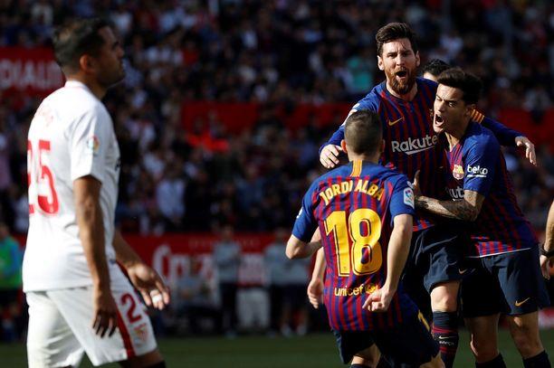 Lionel Messi, Philippe Coutinho ja Jordi Alba juhlivat Barcelonan 1-1-tasoitusta.